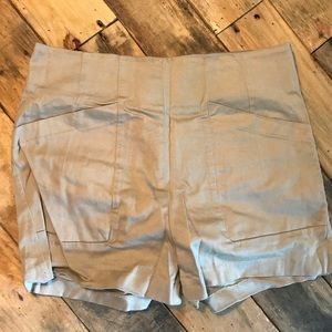 Khaki fitted shorts
